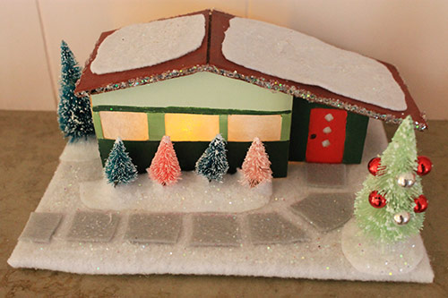 retro-christmas-house-cardboard