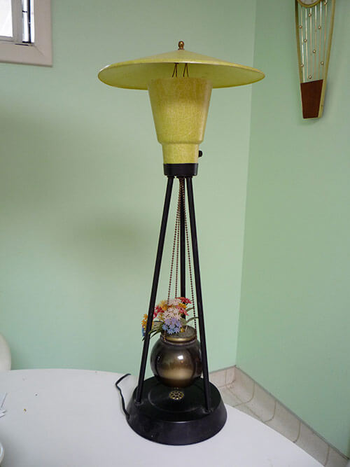 retro-table-lamp-with-planter-