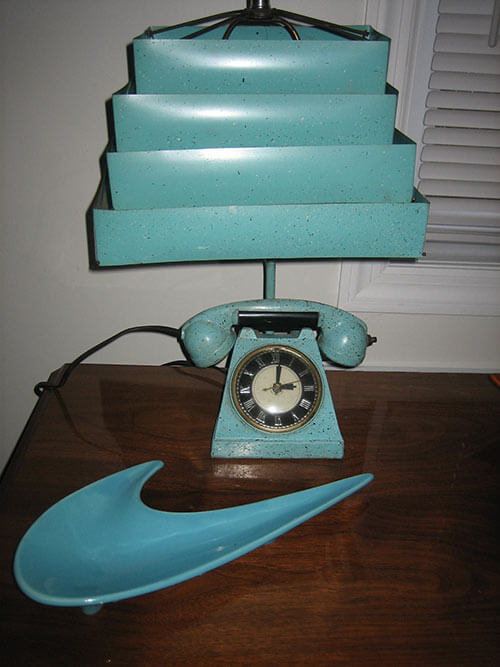 retro-telephone-clock and lamp