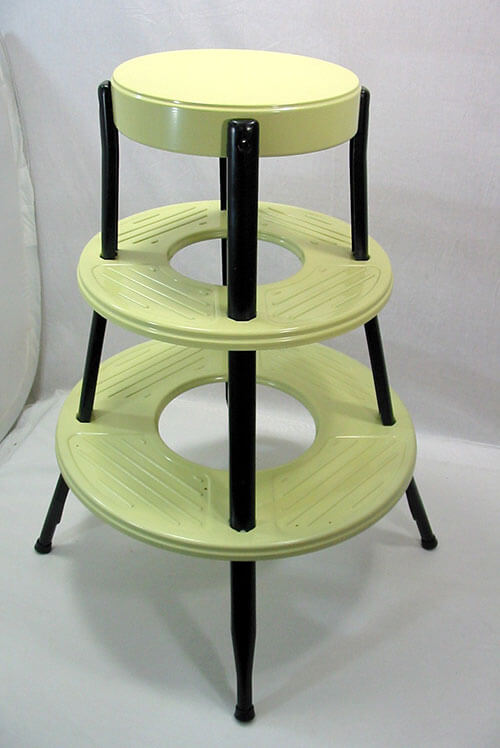 round-retro-metal-step-stool