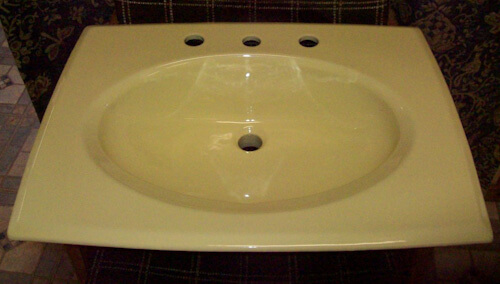 Light yellow 26 x 20 inch square 8 inch spread lavatory sink