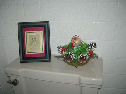 elf-on-toilet