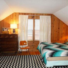 knotty-pine-bedroom-brasilia