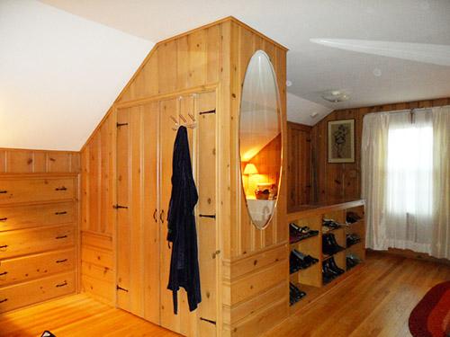 knotty-pine-closet