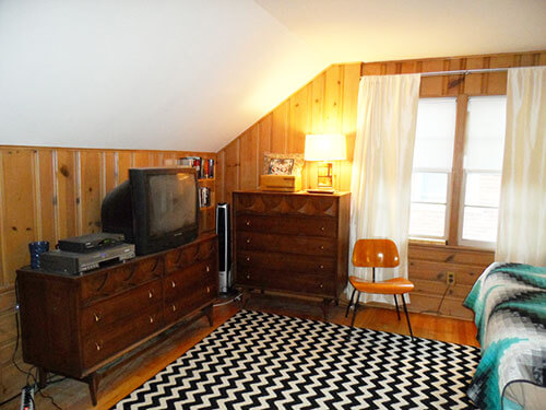knotty-pine-with-broyhill-brasilia-bedroom