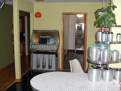 retro-green-kitchen-juke-box