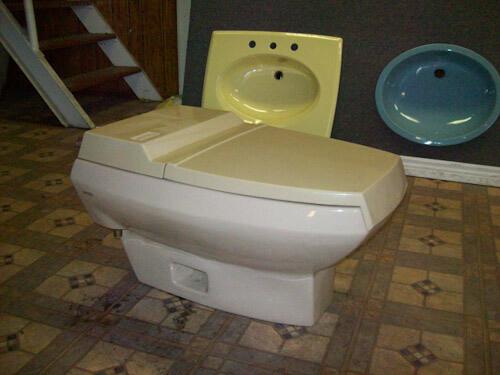 Bone ceramic and plastic one piece low flush toilet picture 2