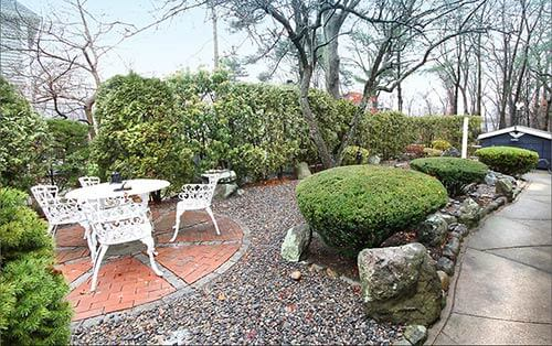Landscaping-mid-century-patio