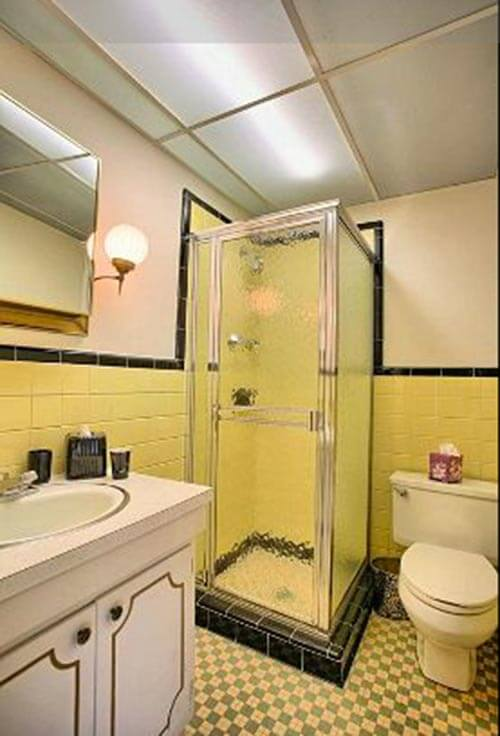Yellow-and-black-retro-bathroom