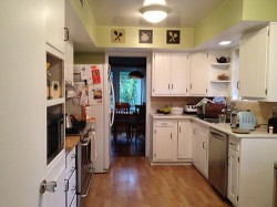 kitchen-before-remodel