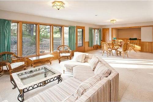 mid-century-living-room-windows