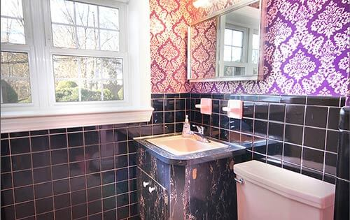 mid-century-retro-black-and-pink-bathroom