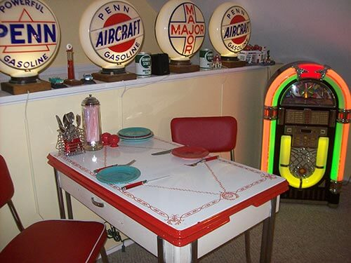 red-and-white-enamel-dinette