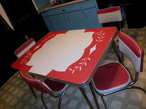 red-and-white-inlaid-vintage-dinette