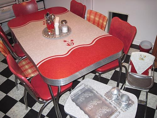 red-cracked-ice-retro-dinette