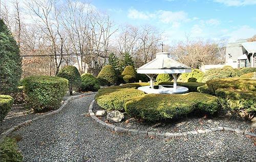 retro-backyard-landscaping