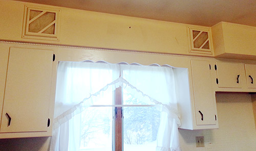 vintage-kitchen-soffits