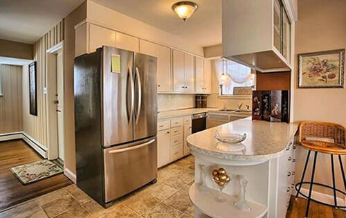 vintage-kitchen-with-round-cabinet