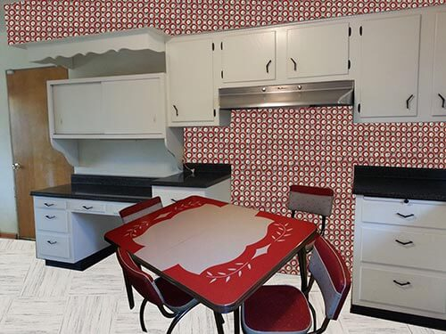 vintage-white-kitchen-with-red-wallpaper