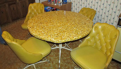 Lusterock-table-with-matching-chairs
