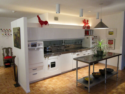 """Vintage Electric Stove >> Mies van der Rohe apartment kitchen gets a """"new"""" GE Wonder ..."""