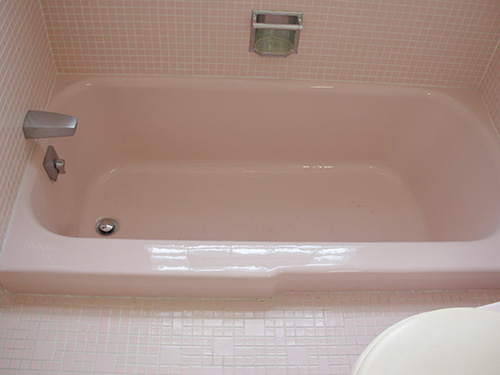 pink-retro-recesses-bath-tup