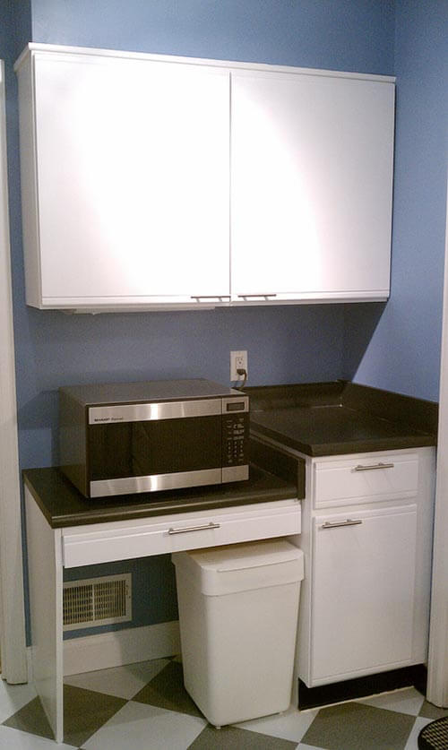 using-kitchen-desk-for-microwave