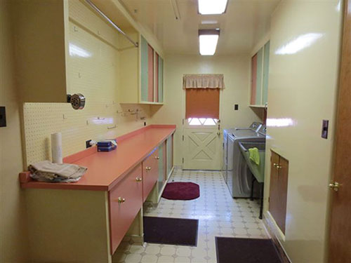 retro-laundry-room