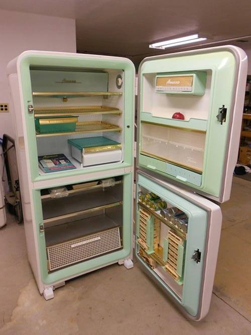 retro-white-fridge-with-aqua-interior