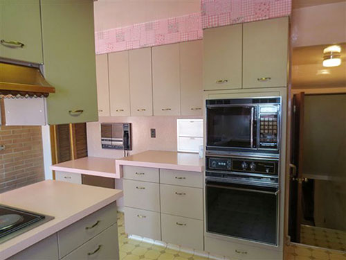 vintage-kitchen-with-laminate-counter