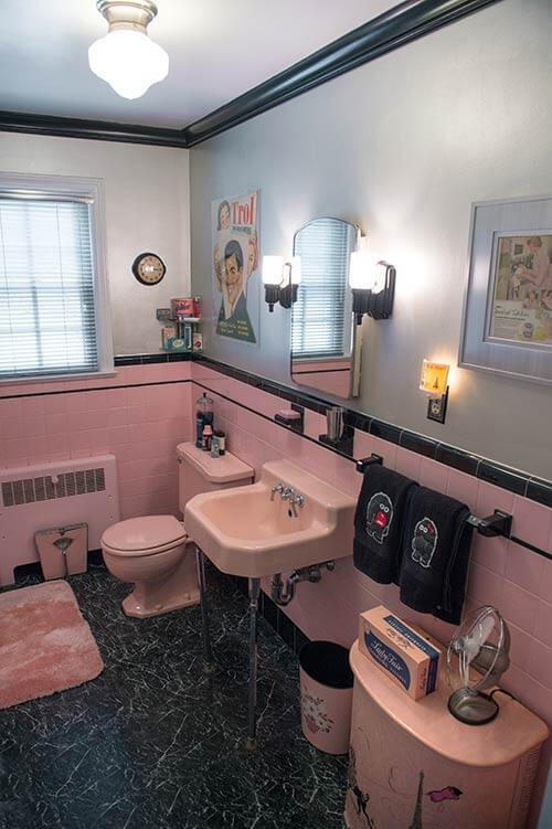 Delicieux Vintage Pink And Black Bathroom