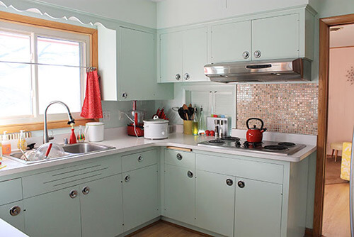 cabinets-with-backplate-knobs