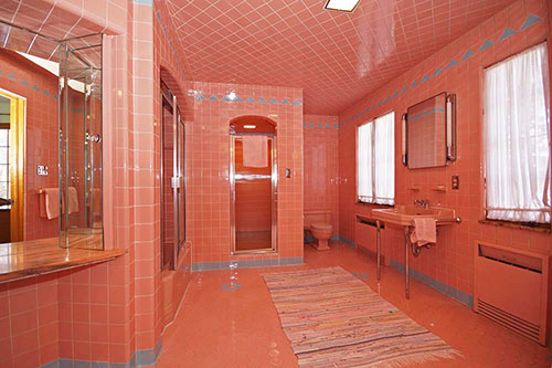 retro vintage pink and blue bathroom. 1950 time capsule house with 7 vintage bathrooms   Grosse Point