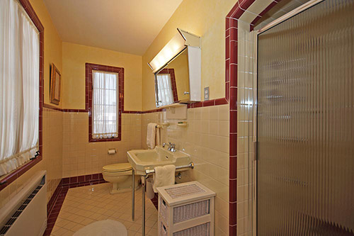 vintage-maroon-and-white-bathroom