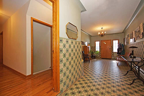 vintage-tile-pattern-in-entry-way