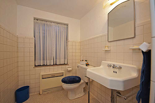 vintage-white-retro-bathroom