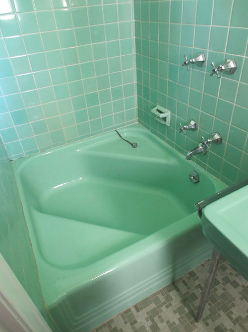 6 colorful 1950 vintage bathrooms - The Comer House in Gallatin ...