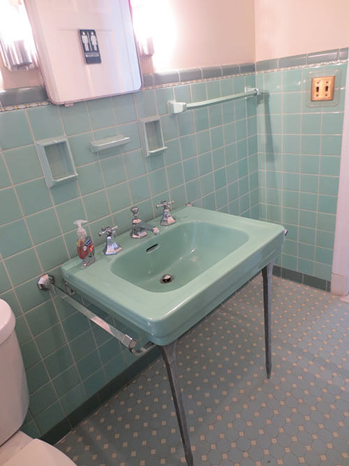 Fancy mint green retro sink