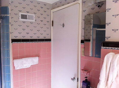 pink-and-blue-vintage-bath