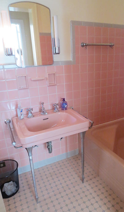 6 colorful 1950 vintage bathrooms the comer house in for Bathroom ideas 1920s home