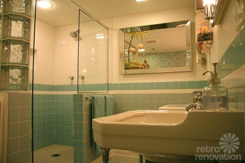 retro-aqua blue-bathroom