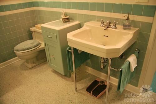 vintage-sink-and-toilet