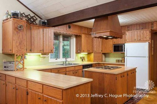 retro-wood-panelled-kitchen