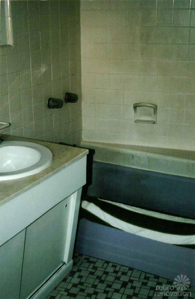 vintage-bathroom-before