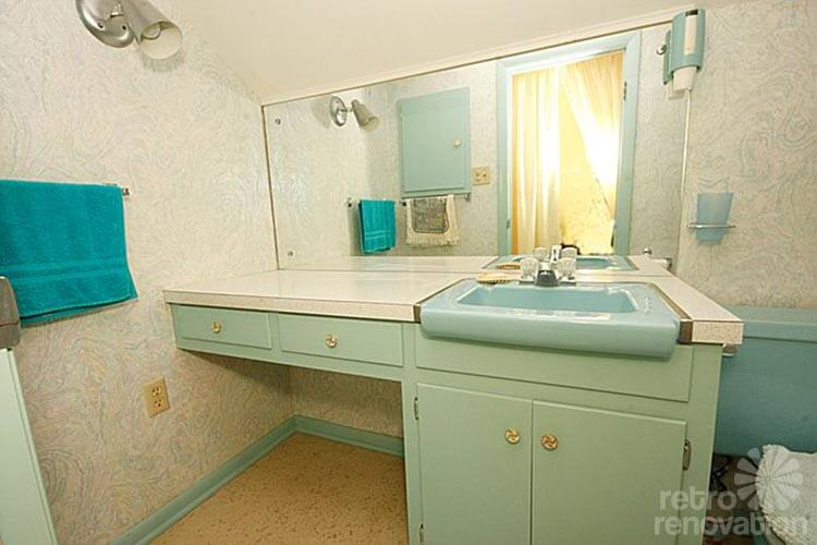 Good mid century aqua bathroom