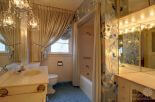 Hollywood-Regency-vintage-bathroom