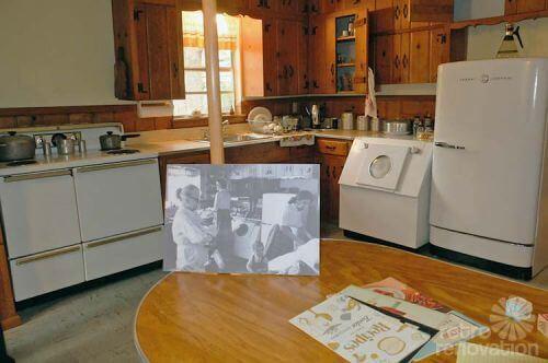 vintage-kitchen-knotty-pine