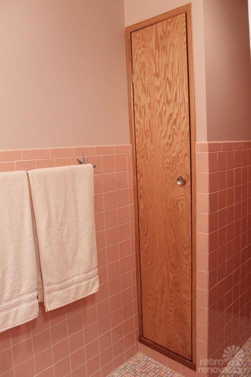 bathroom-closet-retro