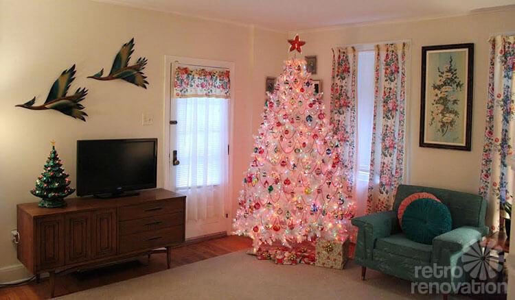 Mid Century Modern Christmas Tree.16 Retro Christmas Decorating All Stars And A Krampus