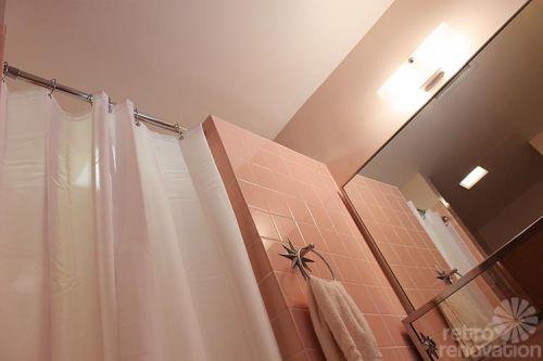 retro-pink-bathroom
